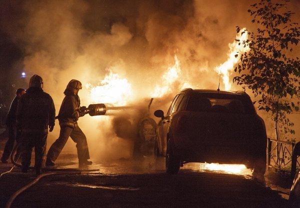 В Воронеже сгорели автомобили Nissan Teana и «Нива»
