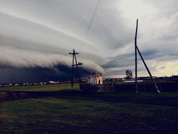 Аномалии в небе над Таттинским улусом испугали пользователей Сети