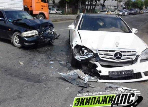 ДТП на миллион: В Приморье женщина на Honda «изуродовала» Mercedes