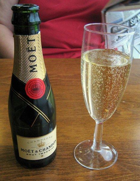 Ученые открыли целебные свойства шампанского