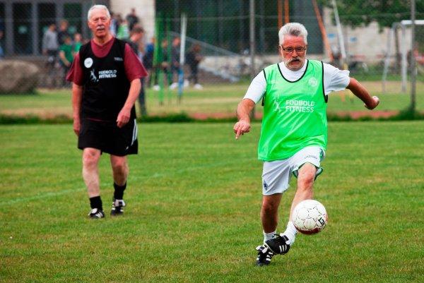 Ученые: Игра в футбол оздоровила кости пожилых людей