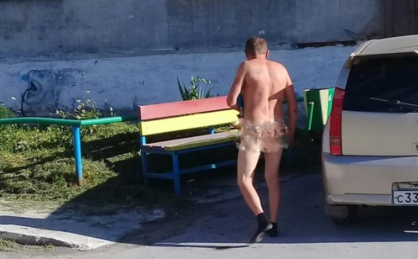 В Новосибирской области нудист прогулялся по улицам города в одних носках