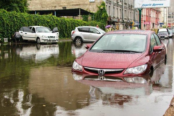 Автомобили научились «плавать» после сильного дождя в Нальчике