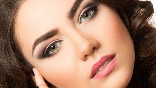 Ученые выяснили, какой тип макияжа в женщинах сводит мужчин с ума