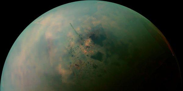Зонд Cassini сделал фото удивительного явления на Титане