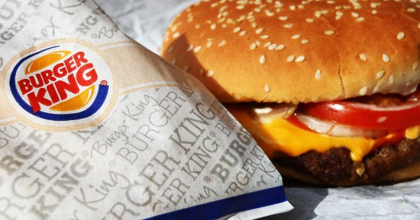 Неэтичная футболка Burger King возмутила блокадников Петербурга