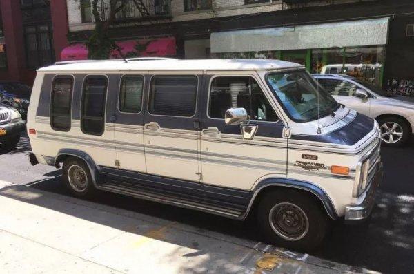 В Нью-Йорке из автомобиля Chevrolet сделали гостиницу