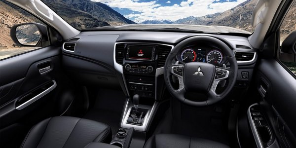 Mitsubishi представила обновленный пикап L200 в стиле Xpander