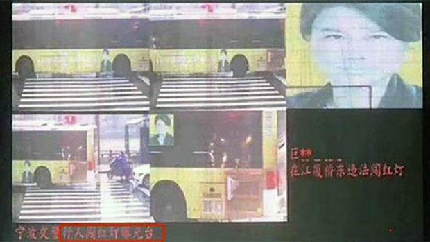 Система распознавания лиц выписала штраф фотографии женщины на автобусе