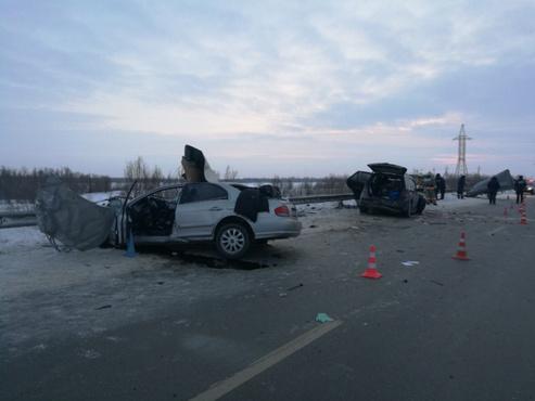 В жутком ДТП на югорской трассе насмерть разбились две девушки - фото