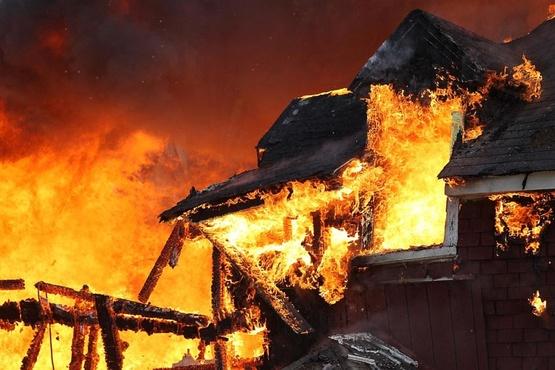 В тюменском селе сгорели дом и женщина