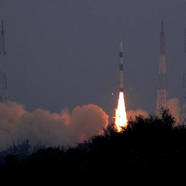 Индия запустила ракету с наносателлитами