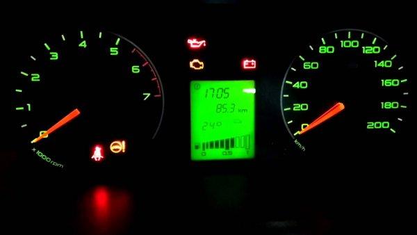 «30 литров на сотню»: Автомобилиста высмеяли за жалобы на аномальный расход LADA Granta FL