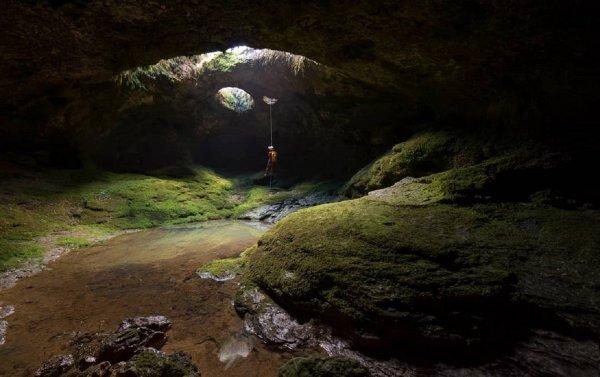 Неизвестная науке пещера гигантских размеров обнаружена в Канаде