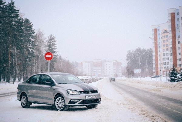 Бюджетный седан за миллион: О «лакшери» Volkswagen Polo рассказал обзорщик