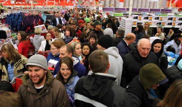 В Ростове у касс гипермаркетов образовались километровые очереди