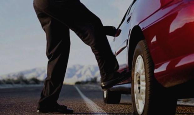 Тюменец перепутал чужую машину с такси и испинал ее