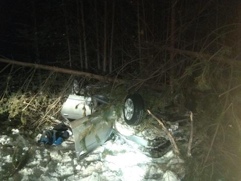 Пьяный водитель легковушки съехал в кювет на тюменской трассе: пострадали трое