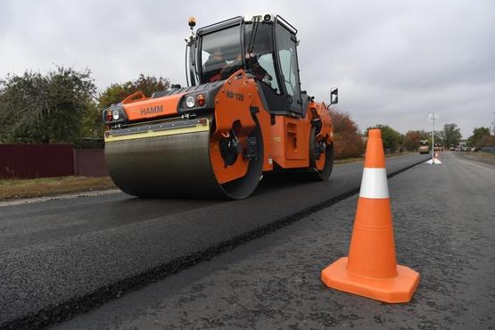 В Уватском районе продолжают ремонтировать дороги