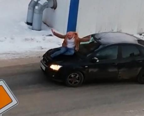 У меня мама в Думе: тюменец устроил переполох на перекрестке – видео