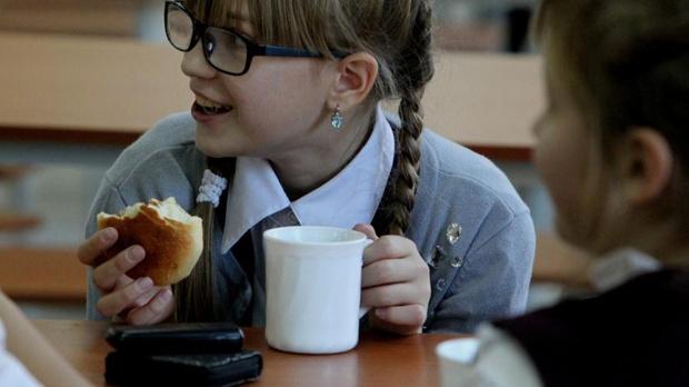 Детям запретят приносить еду из дома в школы и детсады