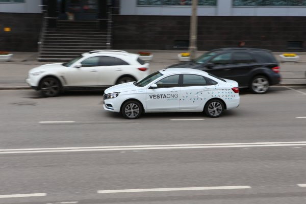 «ГБО для черепах»: Как едет LADA Vesta CNG проверил блогер