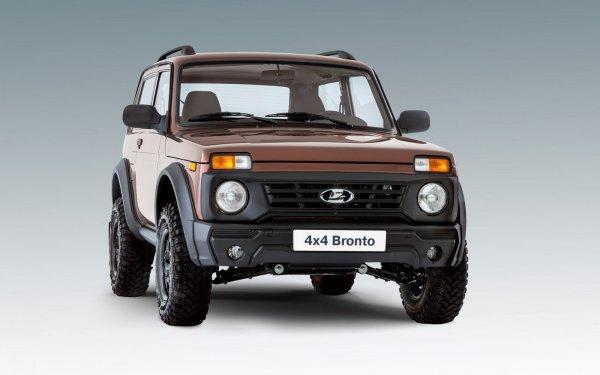 «Русский» держится на высоте»: Новый Jeep Wrangler и LADA 4x4 сравнили на бездорожье