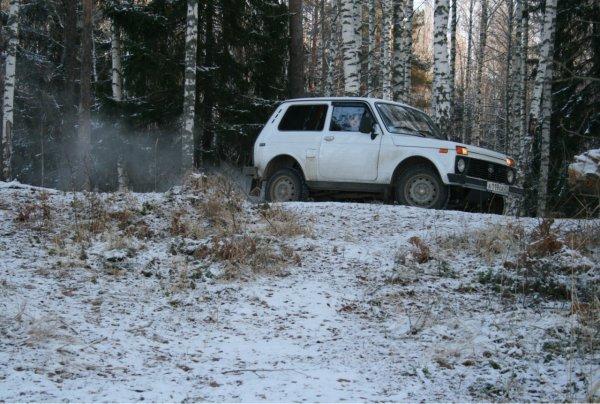 Танки позавидуют: LADA 4x4 с летней резиной показала впечатляющий заезд по снегу