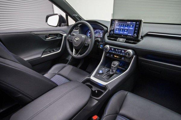 «Нас опять кинули»: Комплектации Toyota RAV4 2019 для России оставили недовольным автоблогера