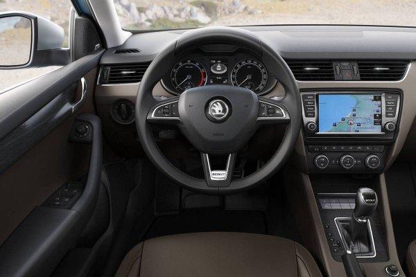 «Как они вообще кузов красят?!»: О недостатках Skoda Octavia A7 рассказал владелец