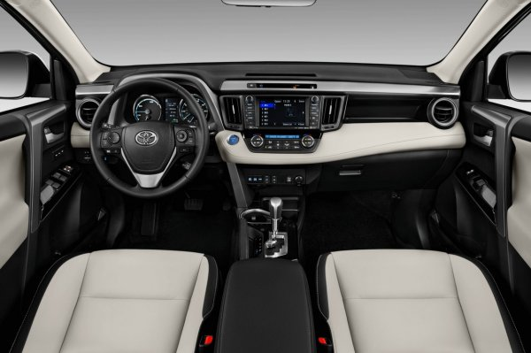 «Азарт против комфорта»: Эксперт сравнил Toyota RAV 4 и Mitsubishi Outlander