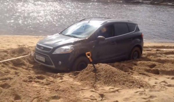 «Испытания жижей»: Nissan X-Trail и Ford Kuga вывели на офф-роуд