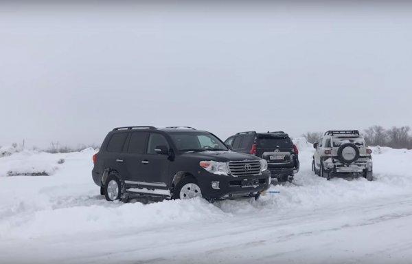 Битва «Крузаков»: Toyota LC Prado, LC 200 и FJ Cruiser сразились в условиях русской зимы