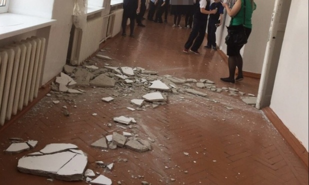 В тюменской школе обвалился потолок во время перемены