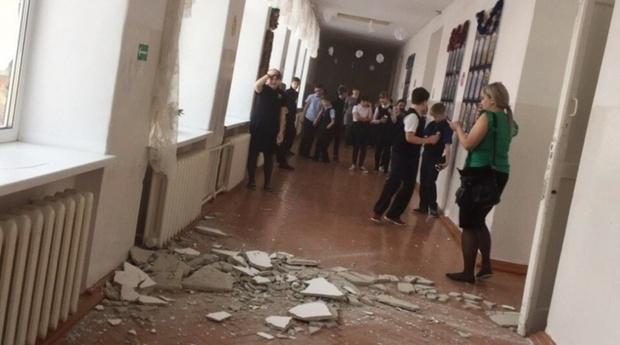 В Тюменской области прокуратура займется школой, в коридоре которой рухнула штукатурка