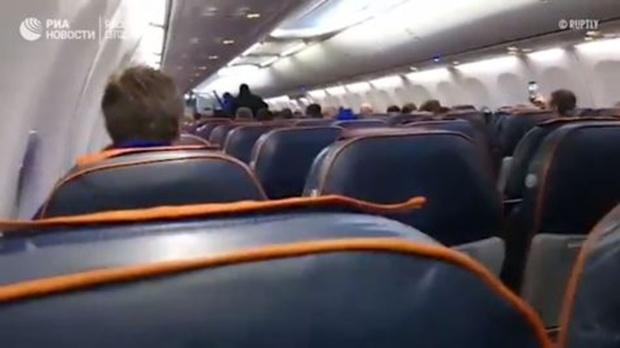 Следователи обнародовали видео допроса угонщика самолета в Сургуте - видео