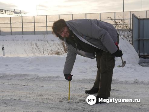 Проезжая часть сравнялась с тротуаром: на дорогах 10-сантиметровый слой снега