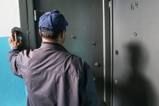 После череды трагедий в квартиры тюменцев приходят странные люди