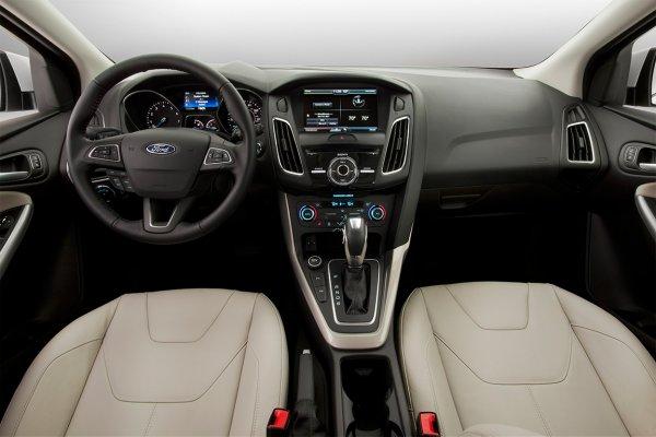 «Бойтесь бордюров»: Обзорщик «прошелся» по минусам Ford Focus 3