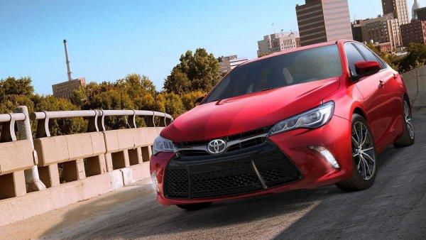 «Камри» против всех: Toyota Camry сравнили в гонке с 10 «WAG-ами»