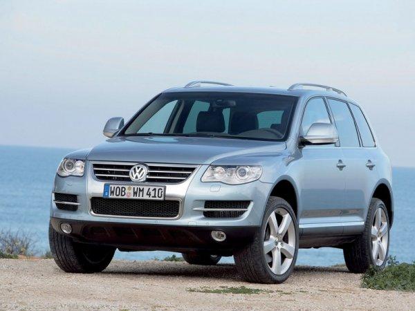 «Прадик» – лучший семьянин»: О выборе между Volkswagen Touareg и Land Cruiser Prado рассказали в сети