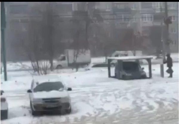 «Как тебе такое, Илон Маск»: Лифт для парковки авто под землёй показали на видео