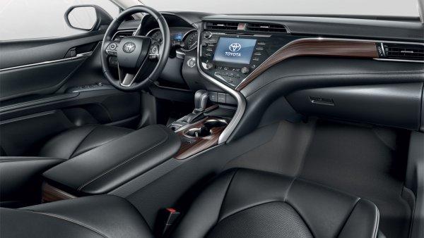 Неочевидно, но факт: ТОП-5 малоизвестных «фишек» Toyota Camry назвал блогер