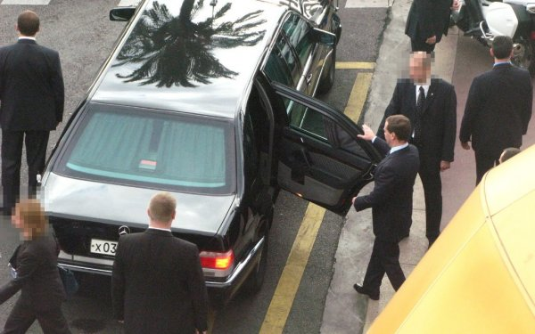 ГАЗ, LADA, Aurus: В сети рассказали, какие машины любит Дмитрий Медведев