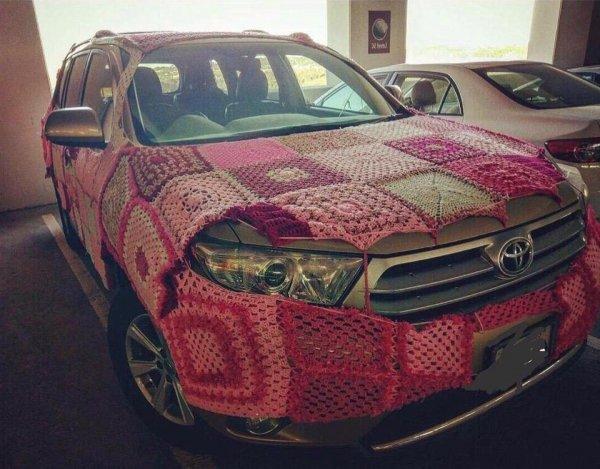 «Бабушка связала»: Необычный способ отогрева дизельного Toyota Land Cruiser рассмешил сеть