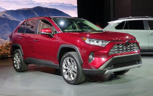 Особенности нового Toyota RAV4 2019 раскрыл обзорщик