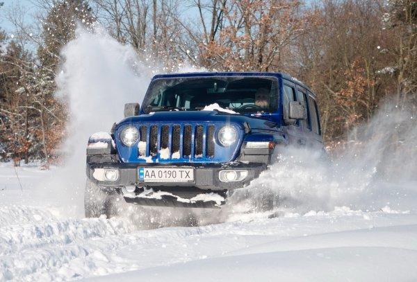 «Классика в снегу»: Эксперты сравнили УАЗ «Патриот», Land Cruiser и Jeep Wrangler в зимнем заезде