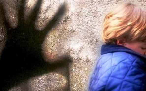 На Ямале наградили мужчину, который поймал педофила в кустах