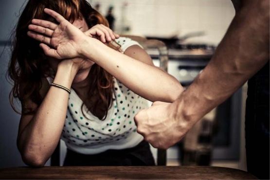 Под Тюменью мужчина избил супругу, которая поздно вернулась с дежурной смены в больнице