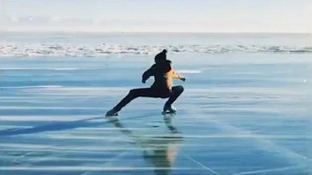 Олимпийская чемпионка прокатилась на льду озера Байкал – видео